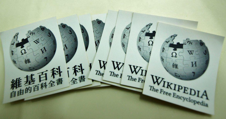 Why Academia Should Improve Wikipedia